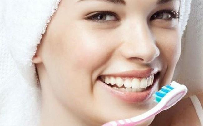 5 Nguyên nhân gây ra hiện tượng răng bị vàng
