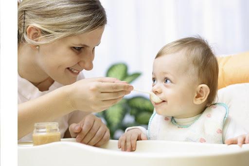 Tìm người chăm em bé tại nhà uy tín, trách nhiệm