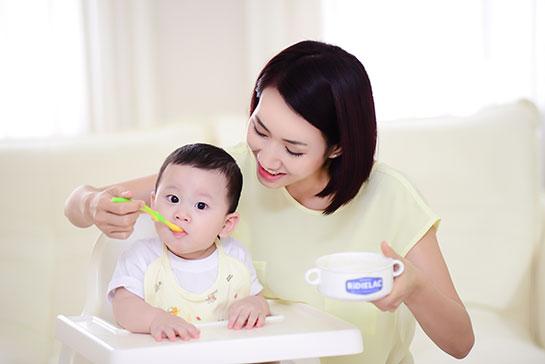 Những tiêu chí khi tìm người chăm trẻ ngày tết