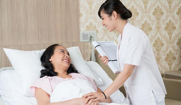 Khi nào chúng ta cần người chăm người bệnh?