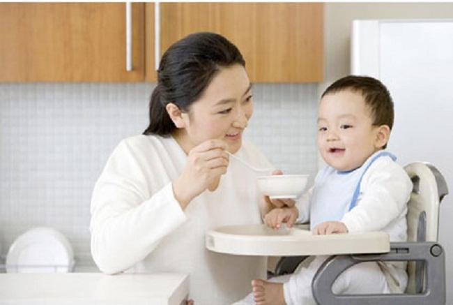 Kinh nghiệm tìm người chăm sóc em bé tại nhà nêu để ý điều gì?